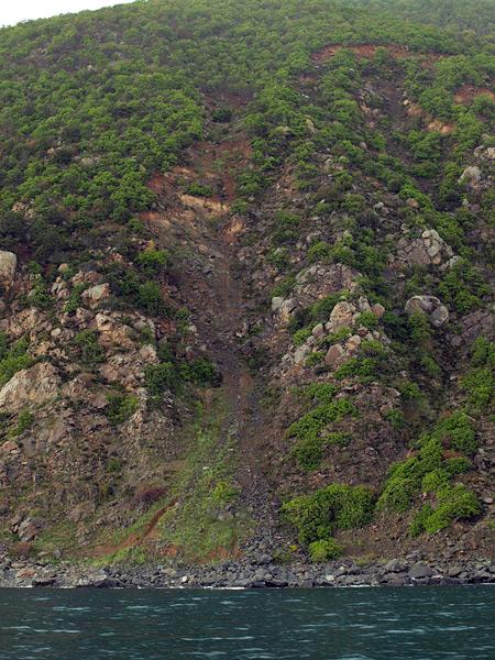Склоны Аю-Дага.  Крым, весна 2009