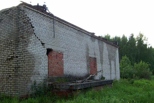 Бывший трансформатор Толстопальцево, лето 2004