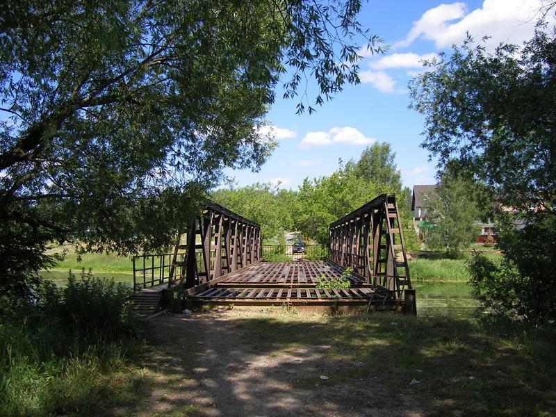 Брошенный мост через речку... Николо-Урюпино, лето 2007